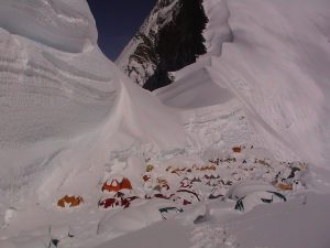 Горы и палатки